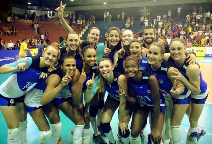 Pinnheiros comemora título da Copa do Brasil no vôlei feminino (Foto: Reprodução Facebook)