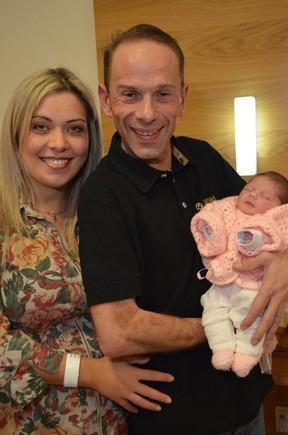 Rafael Ilha e Aline Kezh com a filha, Laura (Foto: Arquivo Pessoal)