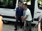 Ex-BBB Marcos vai a delegacia depor sobre suspeita de agressão a Emilly