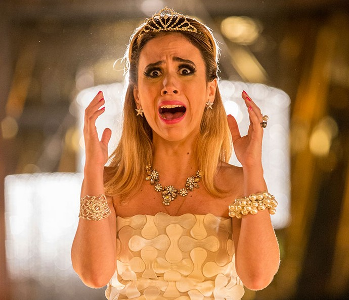 Fedora fica horrorizada com letreiro que entrega sua verdadeira idade! (Foto: Felipe Monteiro/Gshow)
