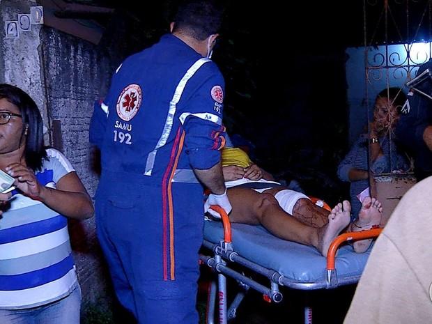 Feridos foram levados ao hospital por socorristas do Samu (Foto: Reprodução/Inter TV Cabugi)