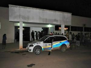 Vítima foi socorrida em uma viatura da PM, mas morreu após dar entrada no pronto-socorro de Jaru, RO (Foto: Rodrigo Rodrigues/Jaru Notícias )