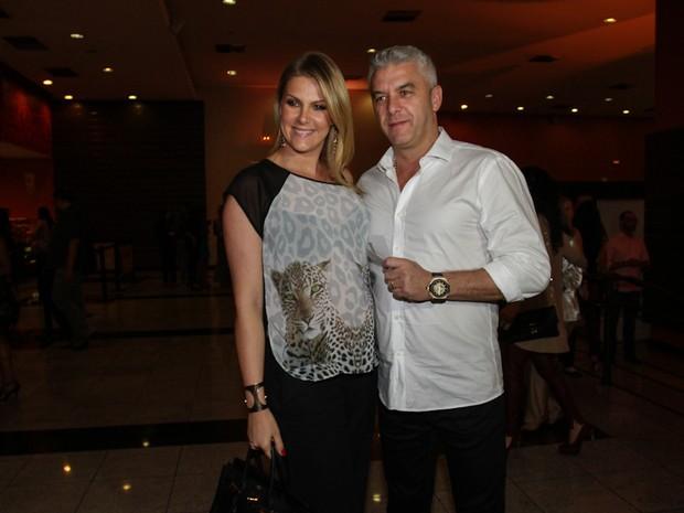 Ana Hickmann e o marido, Alexandre Corrêa, em pré-estreia do filme 'Crô' em São Paulo (Foto: Cláudio Augusto/ Foto Rio News)