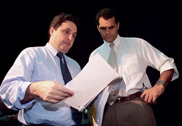 DOSSIÊS O deputado Anthony Garotinho e o ex-chefe de polícia Álvaro Lins em 2003. Entre suas armas, estão a ameaça e a perseguição (Foto: Alexandre Brum /Ag. O Dia  )