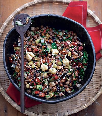 Salada de grãos com coalhada fresca (Foto: Rogério Voltan/Casa e Comida)