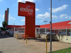 Supermercado Extra foi autuado por diferença de peso de produtos em Piracicaba (Foto: Thomaz Fernandes/G1)