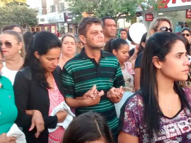 Protesto em Teixeira de Freitas, Bahia, contra morte de menino espancado em assalto (Foto: Kátia Petersen / TV Santa Cruz)