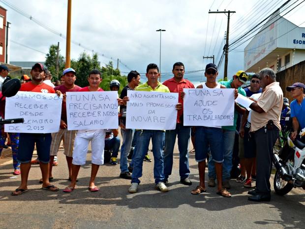 Manifestação ocorreu na manhã desta quinta-feira (12) na Avenida Antônio da Rocha Viana, em Rio Branco (Foto: Caio Fulgêncio/G1)