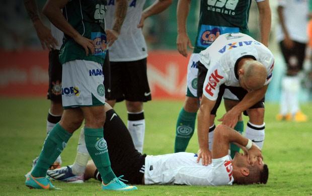 Renato Augusto machucado, Guarani x Corinthians (Foto: Denny Cesare / Agência Estado)