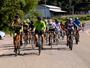 Amigos pedalam 50 km para ajudar ciclista que sofreu lesão na coluna