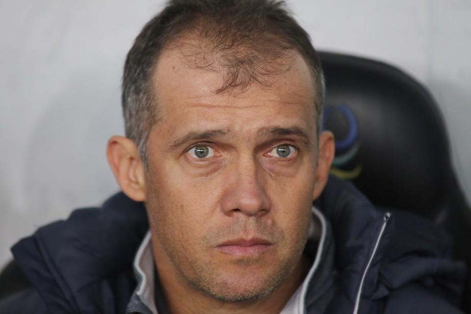 Atlético-PR demite o técnico Eduardo Baptista; Paulo Autuori também se desliga