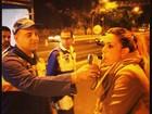 Joana Prado e Vítor Belfort são parados em blitz da Lei Seca no Rio