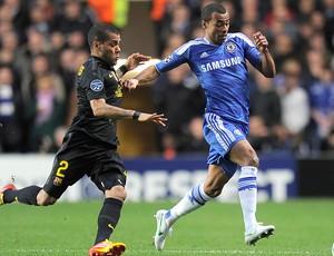 Daniel Alves e Ashley Cole - Chelsea X Barcelona (Foto: Ag. AFP)