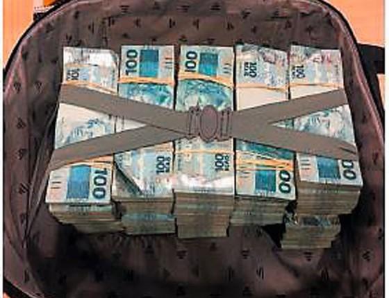 Dinheiro e a mala da JBS eram rastreados pela polícia Federal (Foto: Agência O Globo)
