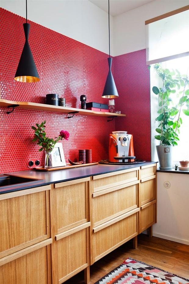 Décor do dia: Cozinha com pastilhas vermelha (Foto: Rprodução)