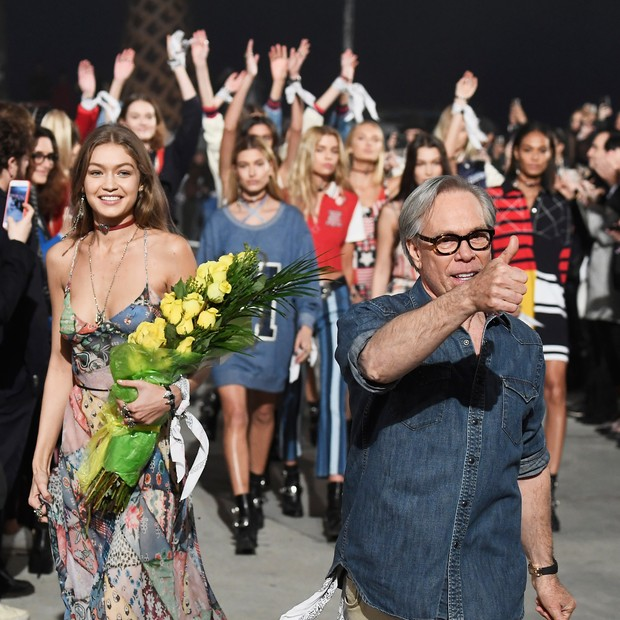 Gigi Hadid e Tommy Hilfiger (Foto: Getty Images)