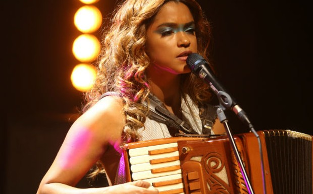 Lucy Alves