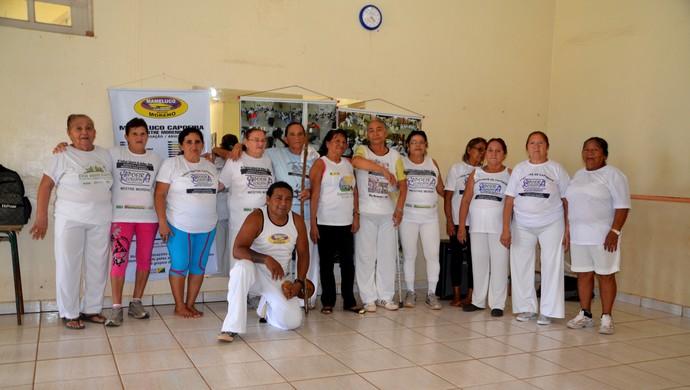 Grupo de Capoeira da Terceira Idade: idosas praticam o Aerogingado há nove anos (Foto: Nathacha Albuquerque)