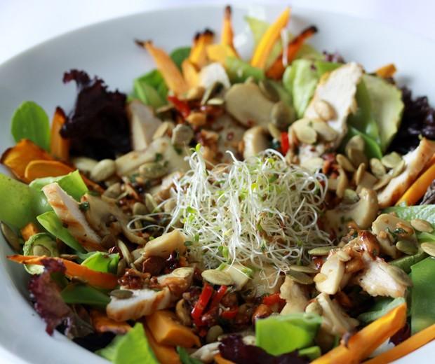 Salada thai: combinação refrescante e deliciosa