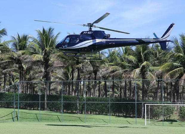 Helicóptero leva Simone a evento em Goiânia (Foto: Thiago Duran/AgNews)