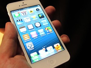 iPhone 5 ganhou tela sensível ao toque de 4 polegadas (Foto: Laura Brentano/G1)