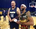 """Descontraído, Oscar aprova """"estreia"""" na NBA: """"Não errei um arremesso"""""""