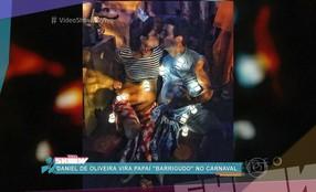 Daniel de Oliveira vira papai 'barrigudo' no Carnaval