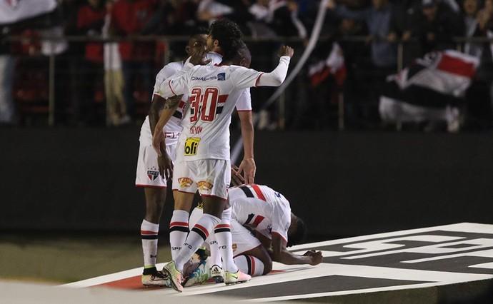 São Paulo x Toluca Michel Bastos gol 11 (Foto: Rubens Chiri/saopaulofc.net)
