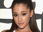 Ariana Grande nega a jornal romance com Niall Horan, do One Direction