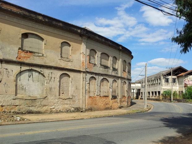 Prédios tombados, como Curtume na Vila Industrial, permanecem abandonados (Foto: Maurício Barbosa / G1 Campinas)