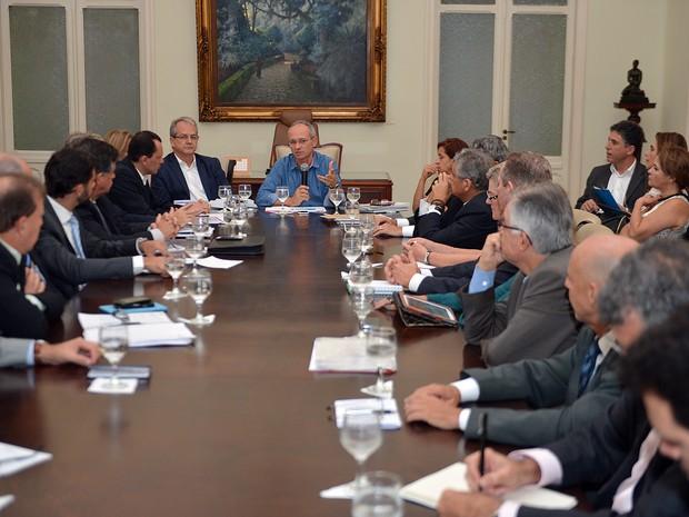Governador do Espírito Santo fez reunião no Palácio Anchieta (Foto: Thiago Guimarães/Secom-ES)
