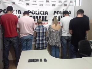 Grupo suspeito de tentar fraudar vestibular é detido em Uberaba (Foto: Polícia Civil/Divulgação)