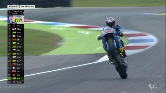 Rossi ignora chuva, quebra jejum de vitórias e sobe para 3º no campeonato