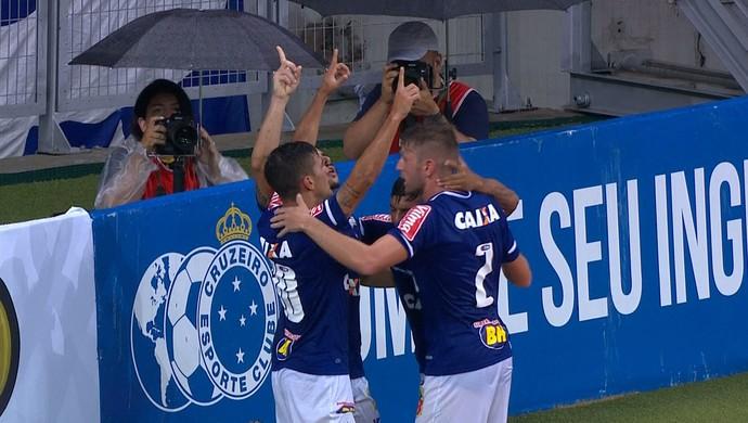 Gol do Arrascaeta (Foto: Reprodução / TV Globo Minas)
