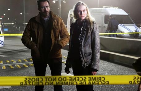 'The bridge', do FX: Diane Kruger e Demián Bichir são os policiais Sonya e Marco Ruiz. A americana e o mexicano tentam solucionar um assassinato ocorrido na fronteira de EUA e México Reprodução da internet