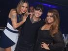 Preta Gil curte festa com amigos no Rio