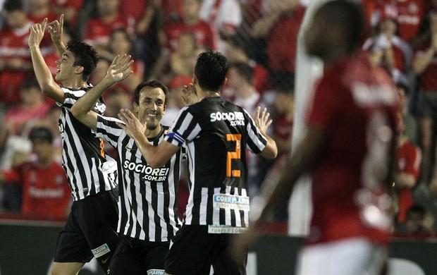 Thiago Ribeiro gol Santos x Internacional (Foto: Nabor Goulart / Agência Estado)