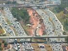 Avenida Paralela tem trânsito congestionado; vídeo mostra situação