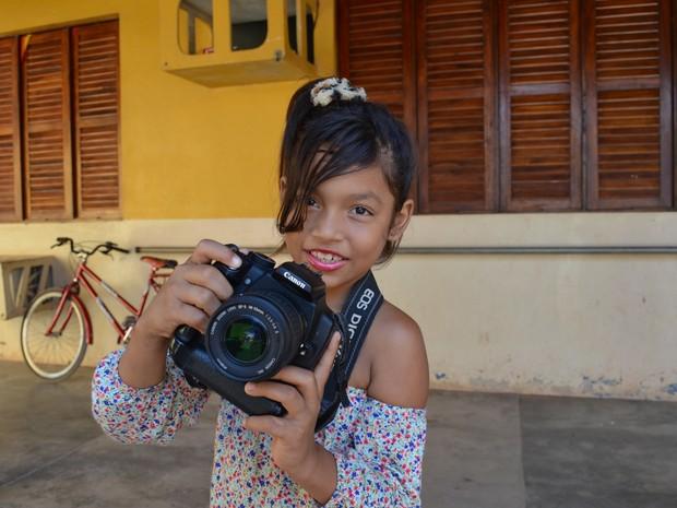 Estudante Andryah Ystayce Maciel, de 9 anos, sonha em seguir a profissão de repórter (Foto: Fabiana Figueiredo/G1)
