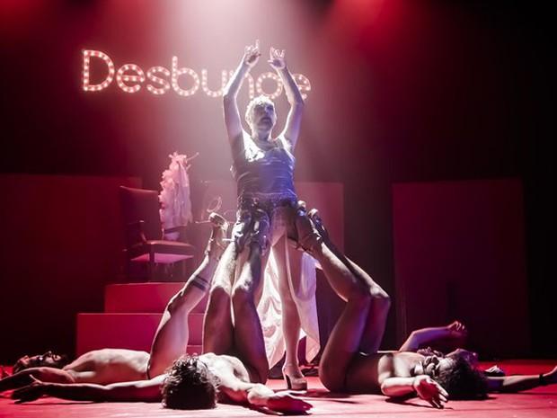 Trecho da peça Desbunde (Foto: Cena Contemporânea de Brasília/Divulgação)