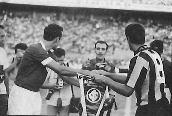 Peñarol fez parte do festival de inauguração do Beira-Rio, em 1969 (Foto: Agência RBS)