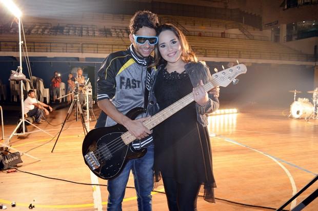 Perlla e o marido, Cássio Castinhol, em gravação de clipe no Rio (Foto: Rodrigo Sauzo/ Divulgação)