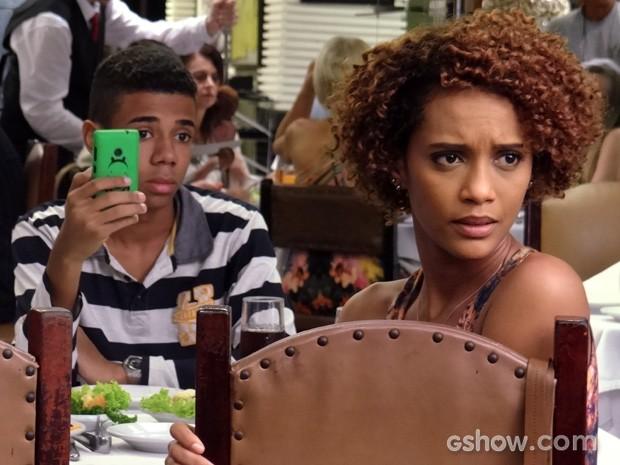Verônica pas-sa-da, coitada! (Foto: Geração Brasil/TV Globo)