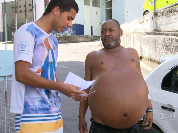 Homem com barriga extremamente dilatada foi liberado do Hospital Rocha Faria, em Campo Grande (Foto: Reprodução/ TV Globo)