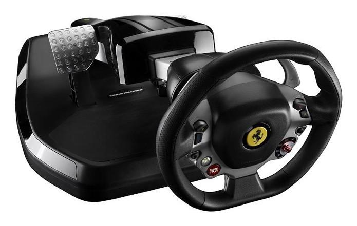 Volante tem o mesmo desenho do volante de verdade de uma Ferrari 458 Italia (Foto: Divulgação)
