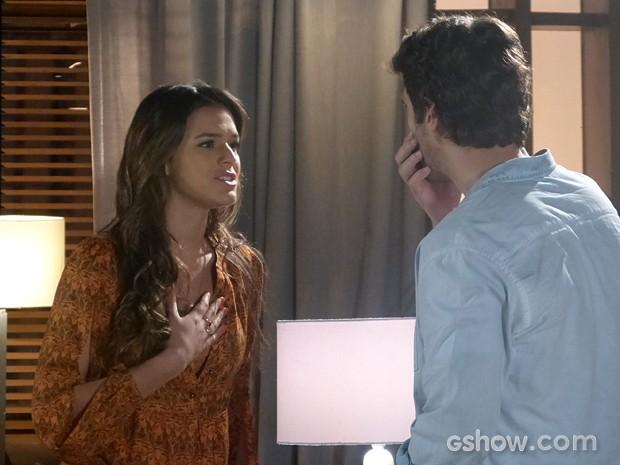 Luiza explica porque precisa se afastar de Laerte (Foto: Em Família/TV Globo)