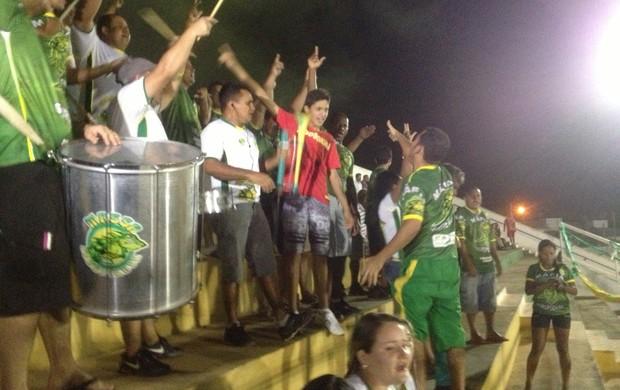 Torcida do Gurupi anima estádio Rezendão  (Foto: Vilma Nascimento/GLOBOESPORTE.COM/TO)