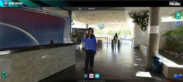 Fabiana Karla recebe os visitantes no tour virtual pelo Projac (Foto: Divulgação / TV Globo)