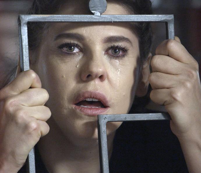 Nelita viu o pai sequestrando Kiki no passado (Foto: TV Globo)