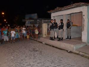 Jovem foi assasinada no bairro do Rangel, em João Pessoa  (Foto: Walter Paparazzo/G1)